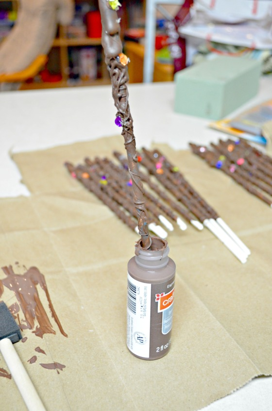 how to harry potter wands (dip end in paint)